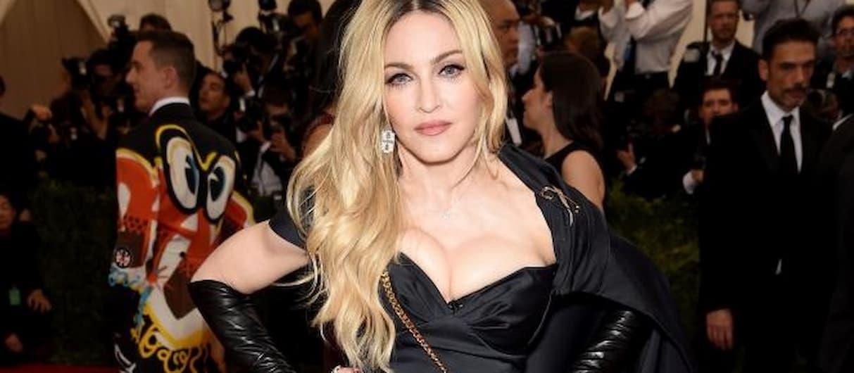 Мадонна опубликовала скандальную фотосессию