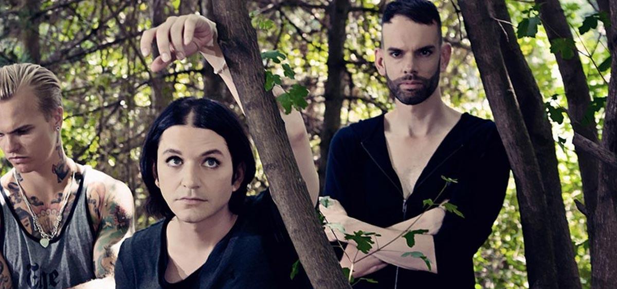 Placebo впервые за 5 лет выпустили трек. Это Beautiful James