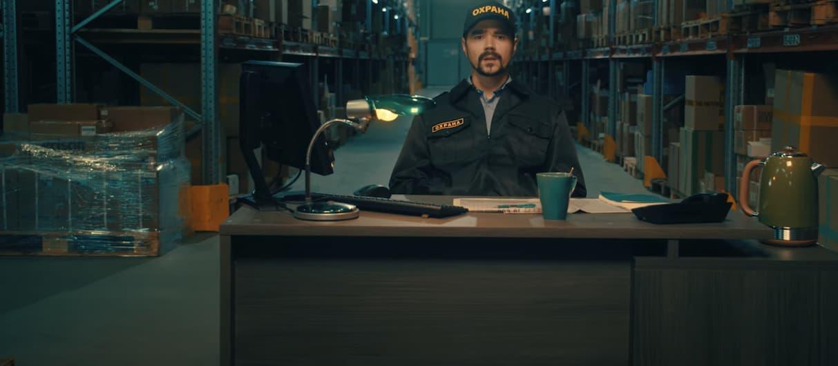 Солист The Hatters стал охранником гипермаркета