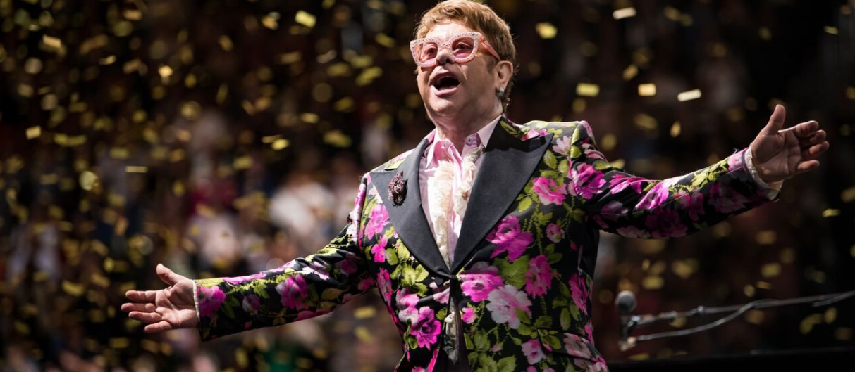 Элтон Джон побил рекорд —  певец в топах 60 лет!