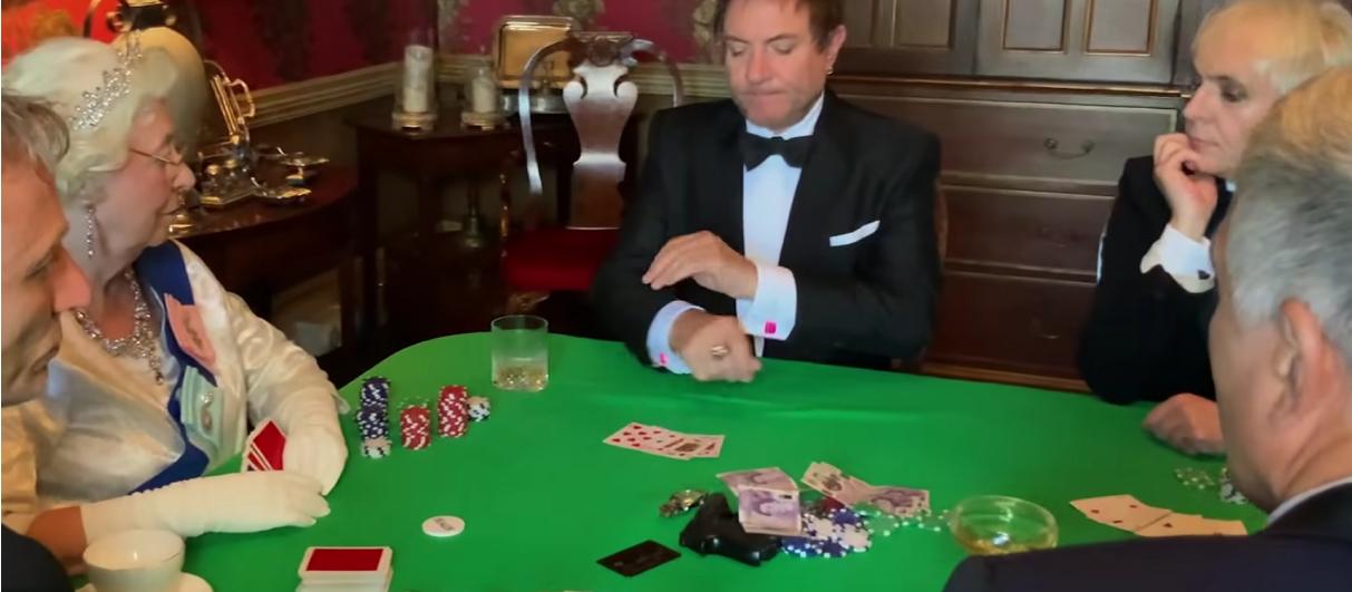 Duran Duran сыграли в покер с Елизаветой II в новом клипе