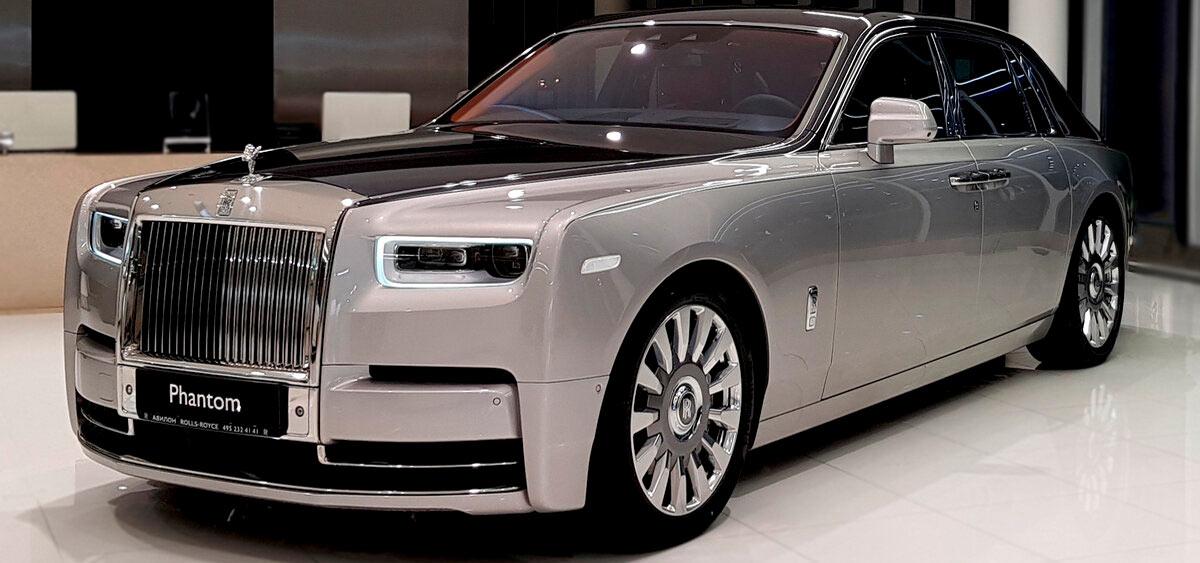 Рэперу Дрейку подарили на день рождения Rolls-Royce
