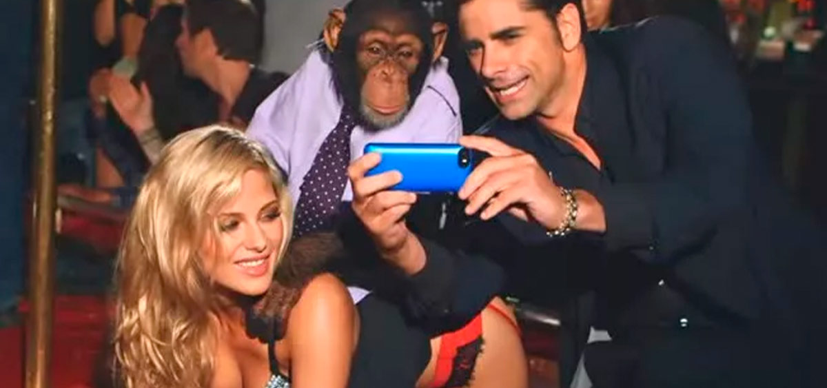 Шимпанзе, стриптиз и Джон Стамос! Скандальный клип «The Offspring» уже требуют запретить