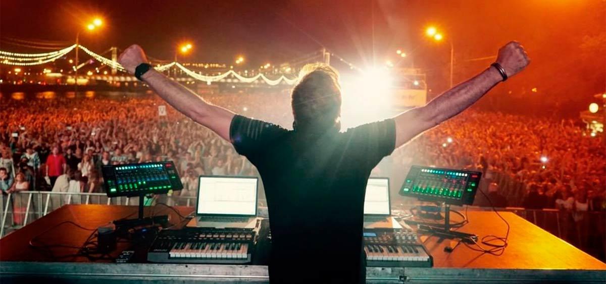 Пол ван Дайк назвал дату концерта в Москве. До выступления культового диджея осталось меньше двух недель