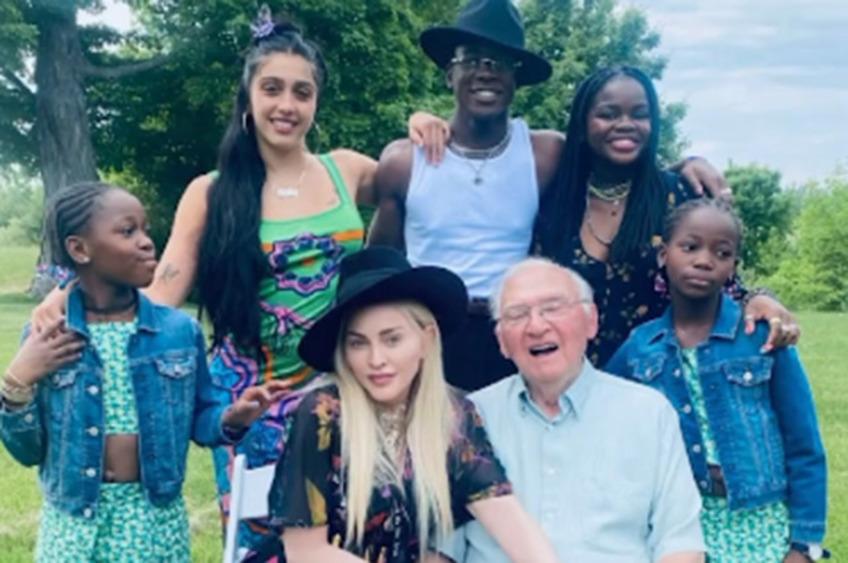 Мадонна показала трогательное семейное видео с Дня рождения отца