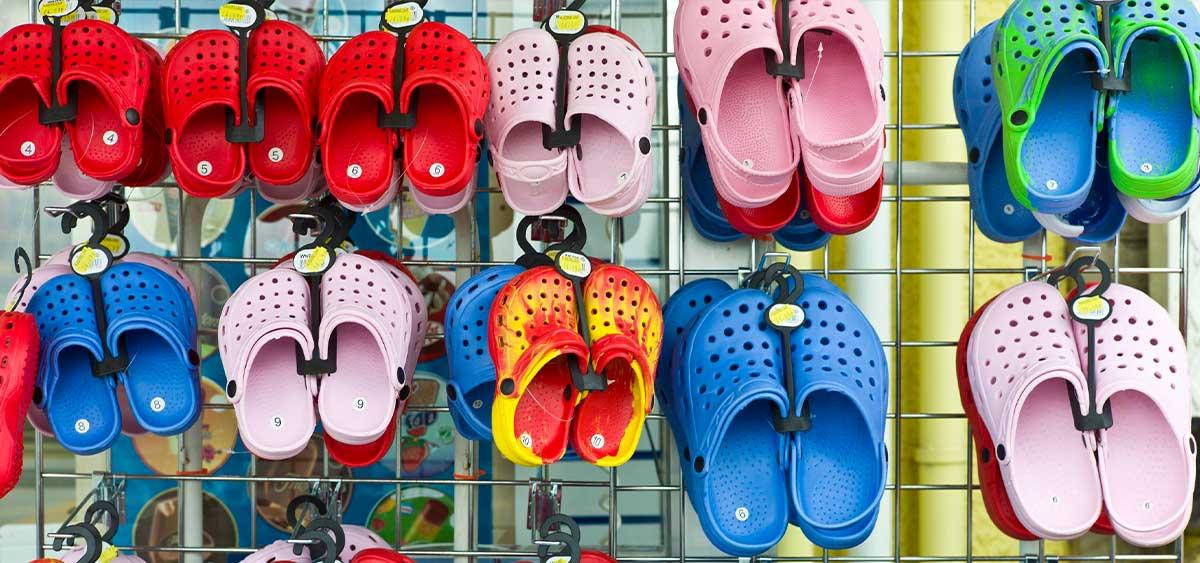 Little Big выпустили совместную коллекцию обуви с Crocs