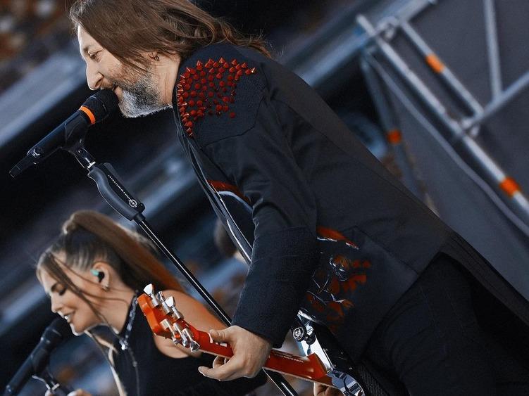 Куртки Кобейна и солистка Little Big перепели хит Би-2