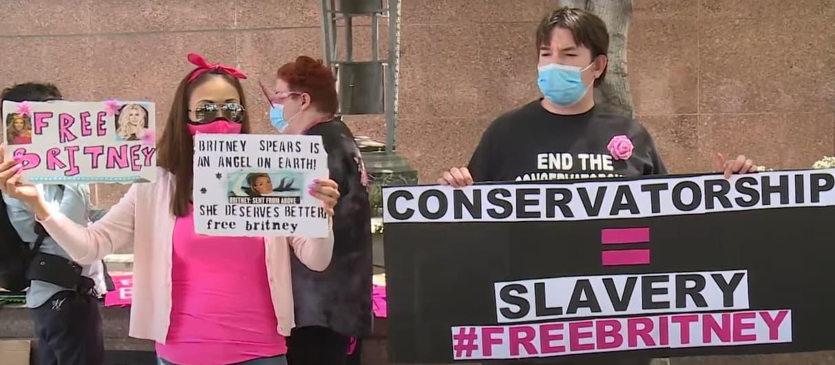#FreeBritney! Поклонники вышли на улицы поддержать Бритни Спирс