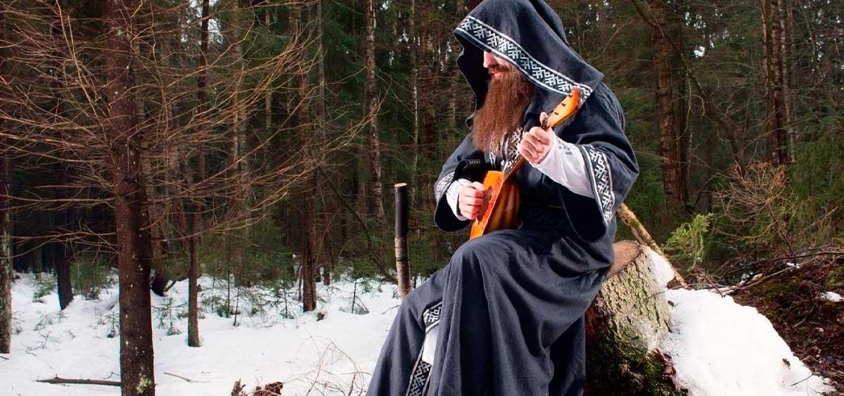 Нейромонах Феофан спел с медведем в новом клипе