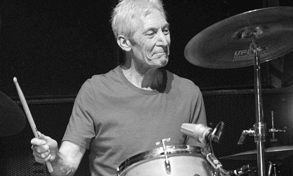Скончался легендарный барабанщик Rolling Stones Чарли Уоттс